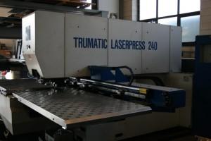 Punzonatrice-laser 2000x1000 per la produzione della parta meccanica.