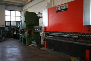 Piegatrice 4000 x 250 tonnellate per piegare cabina ascensore e parte meccanica.