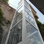 Questo ascensore è stato installato a Moltrasio in provincia di Como vista lago