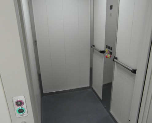 Mini ascensore interno installato a Calco in provincia di Lecco presso la Parrocchia.