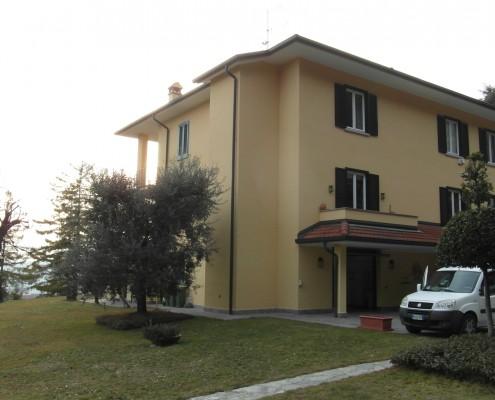 Ascensore esterno con vano in muratura installato a Santa Maria Hoè in provincia di Lecco