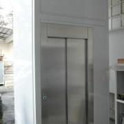 Mini ascensore installato presso la ditta Commerciale Deca di Galbiate in provincia di Lecco