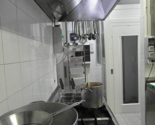 Vista anteriore della porta al piano cucina.