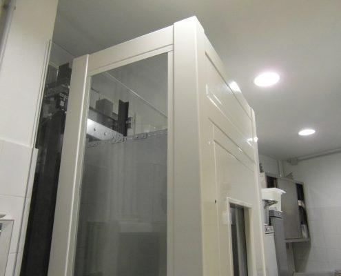 Viasta del particolare superiore sx della struttura piano cucina. al piano cucina.