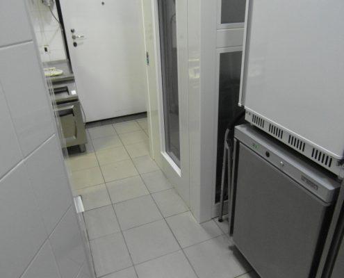 Vista parte inferiore porta ascensore Milano.