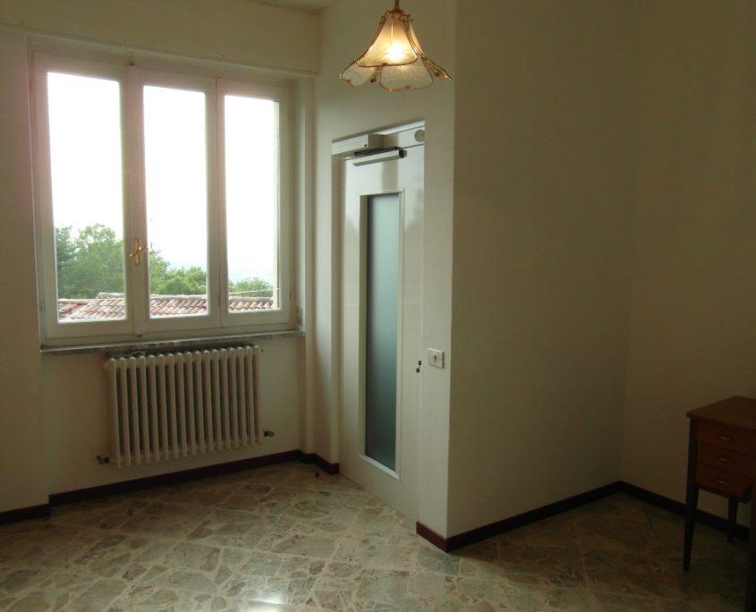 Vista del piano primo del vano ascensore costruito in cartongesso