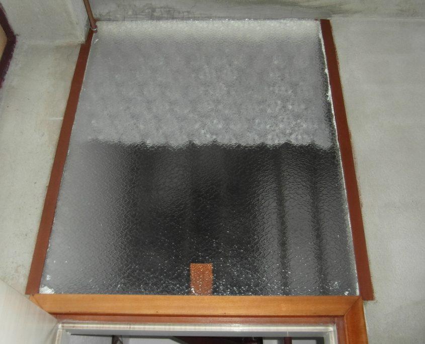 Vista superiore del tamponamento in vetro vano scala.