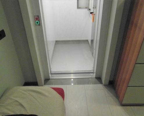 Cabina ascensore al primo piano