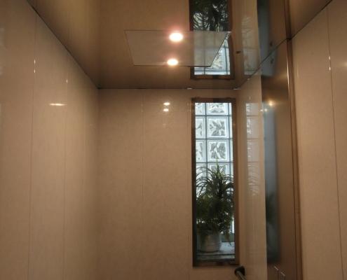 Dettaglio della piccola finestra di cabina.