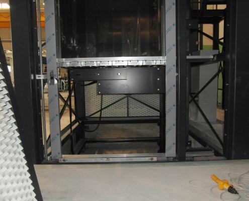 Fasi di installazione del montacarichi , vista fossa e parte meccanica