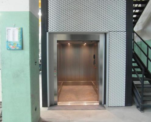 Montacarichi installato presso la ditta IMSA di Bazago (LC)..