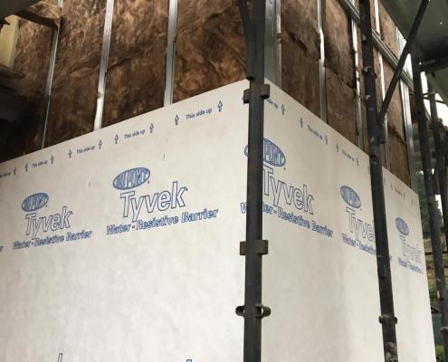 Per isolare termicamente l'edificio dalla struttura abbiamo utilizzato 10 cm di lana di roccia