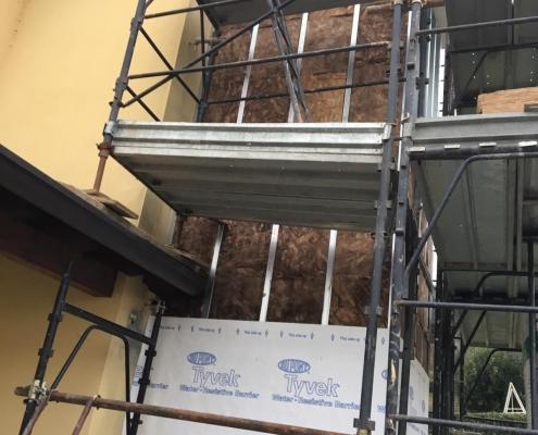 Per isolare termicamente l'edificio dalla struttura abbiamo utilizzato 10 cm di lana di roccia.