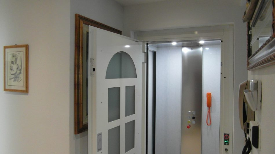 Esempi di installazione pirovano ascensori - Oscurare vetri casa ...